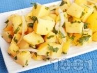Бърза и лесна картофена салата с масло, лук и магданоз